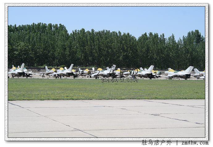 实拍鲁山飞机场,两头都有当兵的在把守,找不着好的角度,拍好的话肯定
