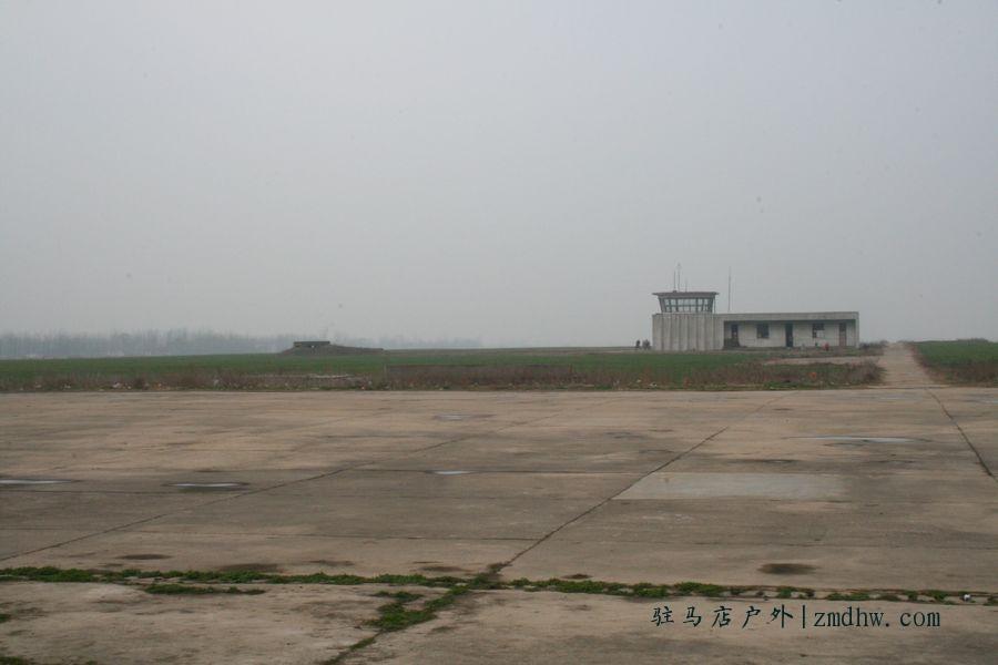 69 2010年2月27日李新店飞机场探秘  破旧的塔台似乎在诉说着什么